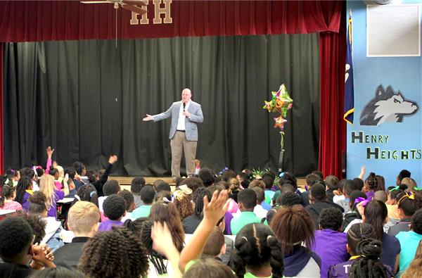 Mayor Hunter Visits Henry Heights Students
